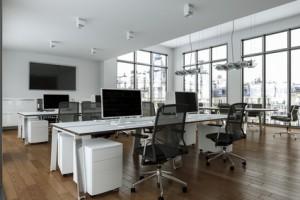 Schallschutz im Büro: Blick in ein Großraum-Büro.