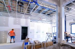 Schallschutz und Schalldämmung in einem öffentlichen Bau.