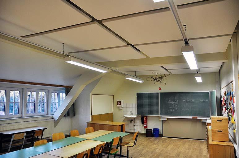 Grundschule Jemgum: Trockenbauwand, Deckengestaltung, Akustikdecke, Deckenbau, Akustiker.