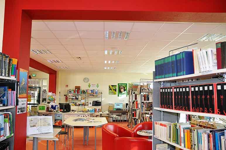 TGG Gymnasium in Leer (Ostfriesland): Trockenbauwand, Deckengestaltung, Akustikdecke, Deckenbau, Akustiker.